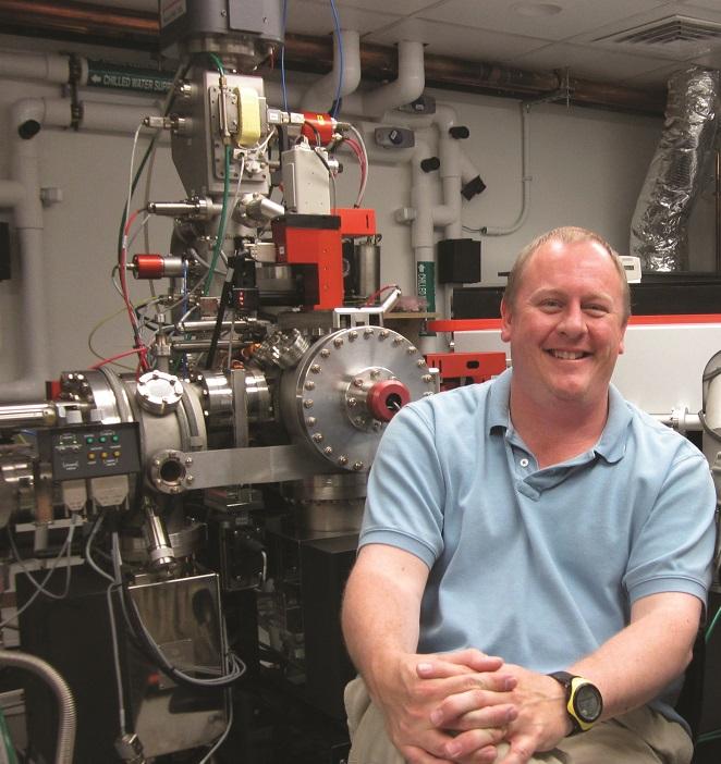 Erik Hauri in the lab at Carnegie's Department of Terrestrial Magnetism