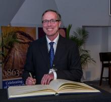 Carnegie Earth and Planets Director Richard Carlson